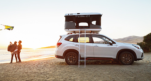 2021 Forester Lifestyle - Profile, couple flying kite