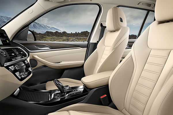 BMW luxury comes to life with rich Vernasca Leather and contrast stitching.