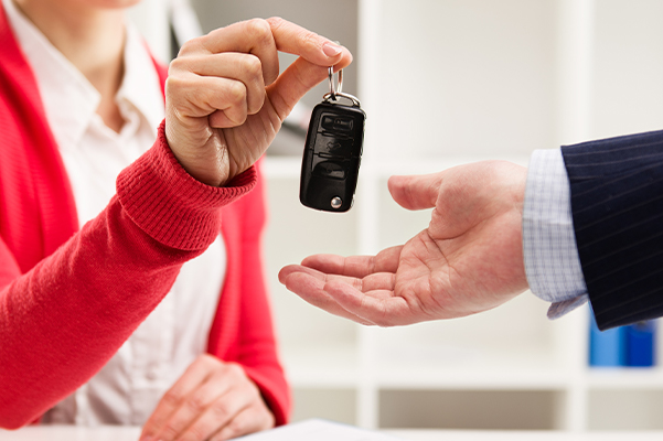 Ford customer handing over their keys after the lease term